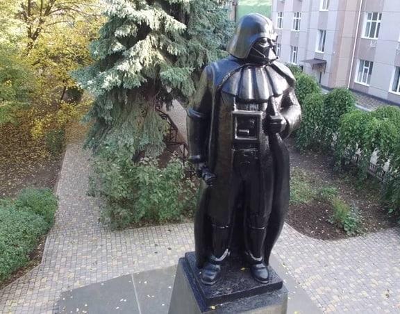 Памятник Дарт Вейдеру